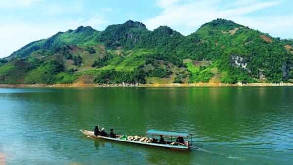 Ghé Tủa Chùa xem đồng bào Dao nuôi trồng thủy sản trên lòng hồ sông Đà