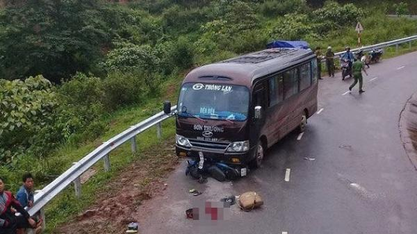 Điện Biên: Xe máy đấu đầu xe khách, 3 người nhập viện