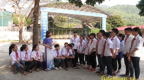 Tự hào cô giáo Mường Chà - tấm gương sáng điển hình trước học sinh như lời dạy của Bác