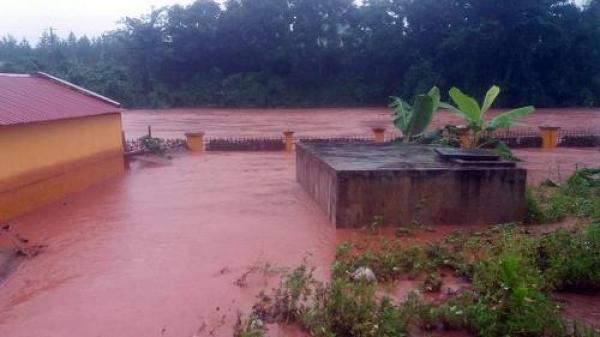 Nhiều xã ở Điện Biên bị cô lập do mưa lũ