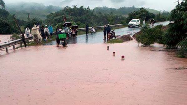 Mường Nhé:  Mưa lũ cuốn trôi 17 xe máy, làm ngập lụt nhiều diện tích ao cá, lúa mùa
