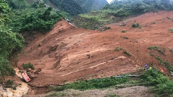 Quốc lộ Điện Biên - Lai Châu: Mảng núi sạt thần tốc, đẩy bay 2 máy xúc và 2 công nhân xuống vực