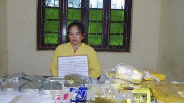 NÓNG: 'Nữ quái' Điện Biên tinh vi dán nhãn chè khô cho 10 bánh heroin