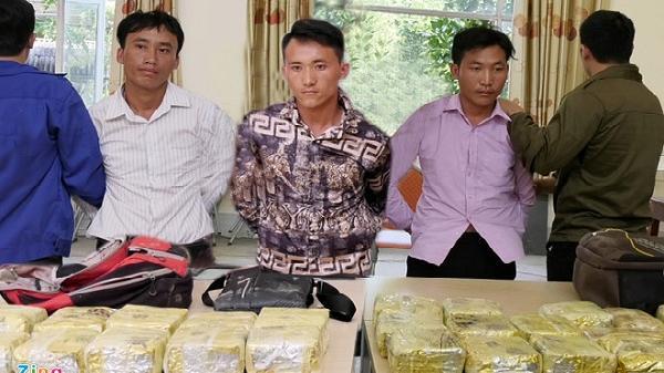 NÓNG: Cảnh sát mai phục tóm gọn 3 đối tượng người Điện Biên vận chuyển 25 kg ma túy