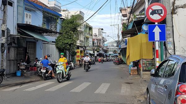 Nha Trang: Ngại đường vòng, hàng trăm phương tiện vô tư đi ngược chiều