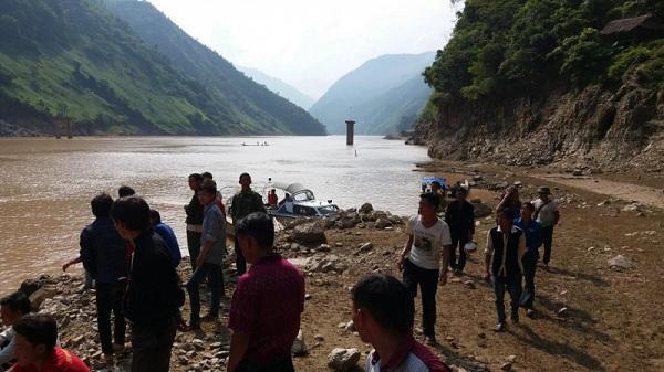 Bộ trưởng GTVT gửi thư khen người hùng cứu 7 nạn nhân lật thuyền
