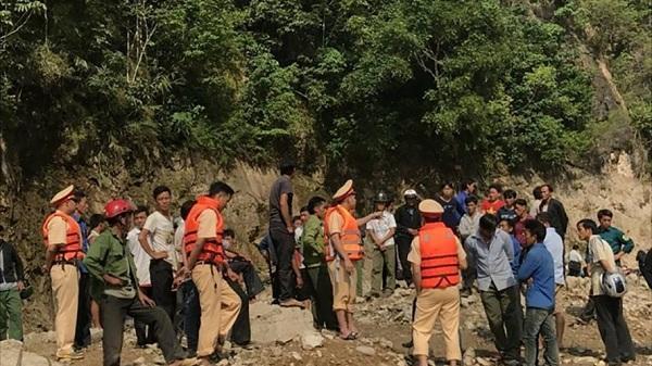 Tìm thấy thi thể 2 chú cháu trong vụ lật thuyền ở Lai Châu