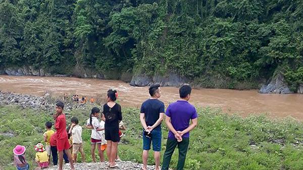 Điện Biên: Đi tắm suối, một người bị nước cuốn mất tích