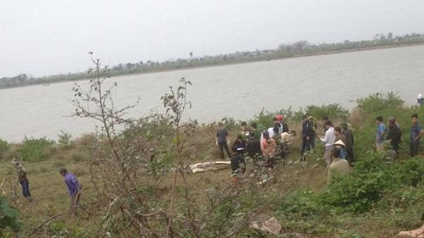 Bắc Ninh: Phát hiện 1 thi thể người phụ nữ trôi trên sông, tay vẫn đeo chùm chìa khóa và ví tiền