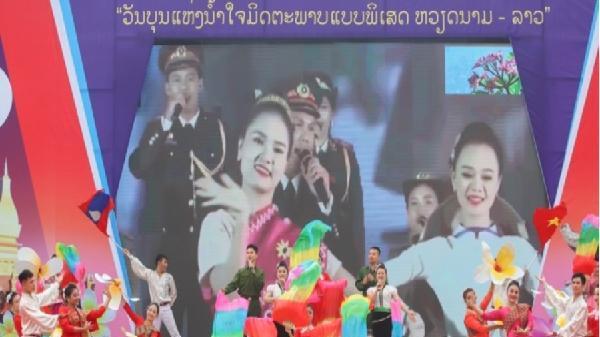 Nồng ấm Ngày hội 'Thắm tình hữu nghị đặc biệt Việt Nam - Lào'
