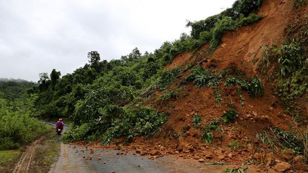 Điện Biên: Mưa lớn gây sạt lở trên Quốc lộ 279