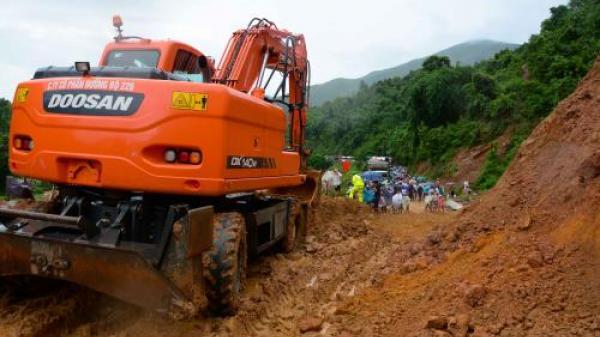 Sạt lở lớn trên quốc lộ 279 ở Điện Biên : Vẫn cấm xe tải lưu thông