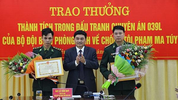 Điện Biên: Thu giữ 6000 viên m.a t.úy tổng hợp, b.ắt gọn 2 đối tượng, Bộ đội Biên phòng được khen thưởng