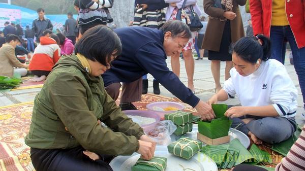 Điện Biên: Gói bánh chưng tặng người nghèo ăn Tết
