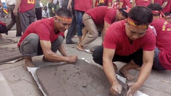 Các pháo thủ Hải Dương hào hứng tranh tài trong lễ hội mùa xuân Côn Sơn - Kiếp Bạc