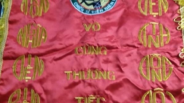 """Chiến sĩ Điện Biên còn sống được tặng bức trướng """"cho người chết"""""""