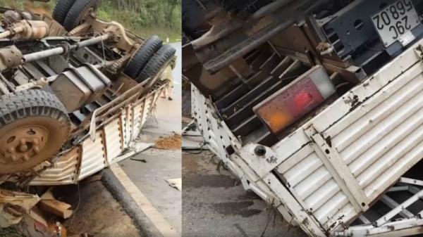 Lật xe cỡ lớn trên đèo Pha Đin, tài xế may mắn được Hội lái xe Điện Biên cứu giúp