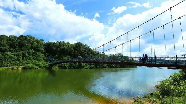 Đến Hồ Pá Khoang tận hưởng không khí trong lành, dễ chịu của núi rừng Điện Biên