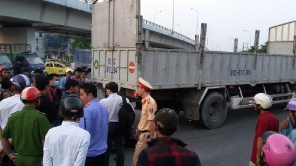 Căng thẳng tại hiện trường vụ xe tải cán 2 người thương vong