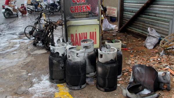 7 bình gas phát nổ khi đang chở trên xe máy