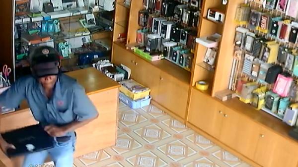 Clip: Người đàn ông đột nhập vào cửa hàng trộm laptop nhanh như chớp