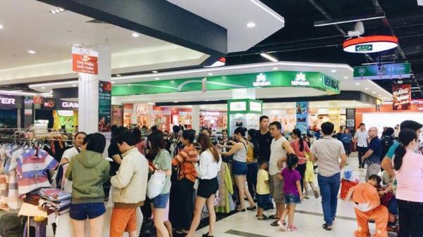Phiên chợ cuối tuần Biên Hòa thu hút hàng nghìn tín đồ thời trang