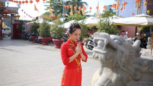 Trai xinh, gái đẹp nô nức đến lễ hội chùa Ông, Đồng Nai, dịp đầu xuân Mậu Tuất