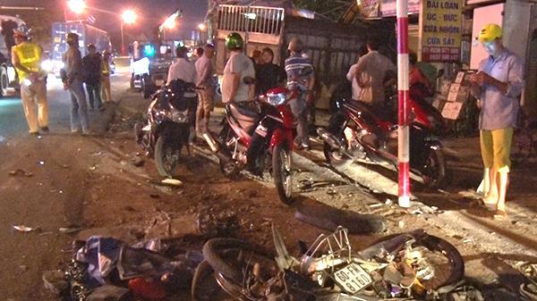 Đồng Nai: Xe tải lao vào nhà dân trong đêm, hai người bị thương