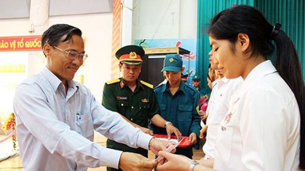 4 nữ thanh niên Đồng Nai tình nguyện nhập ngũ
