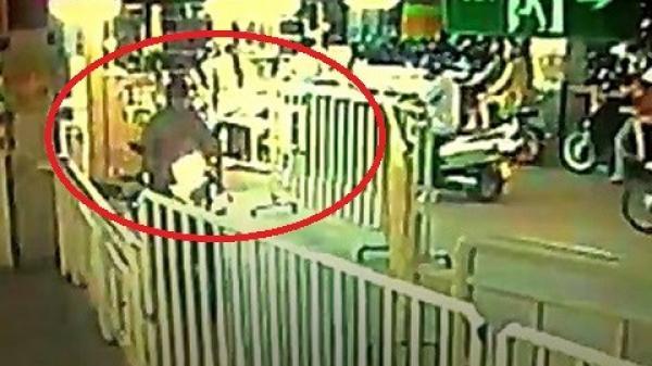 Clip: Thanh niên liều lĩnh cướp xe máy tại siêu thị Big C Đồng Nai