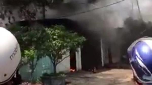 Đồng Nai: Đang cháy lớn ở xưởng giày trong khu dân cư