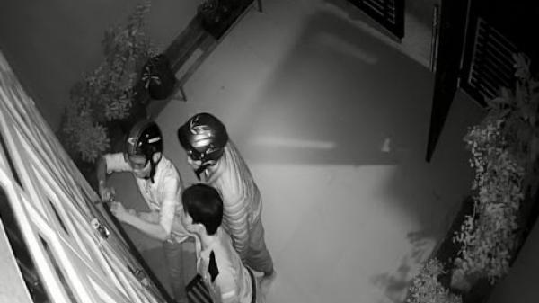 Đồng Nai: Hãi hùng nhóm trộm dí dao vào cổ cướp tài sản giữa đêm khuya