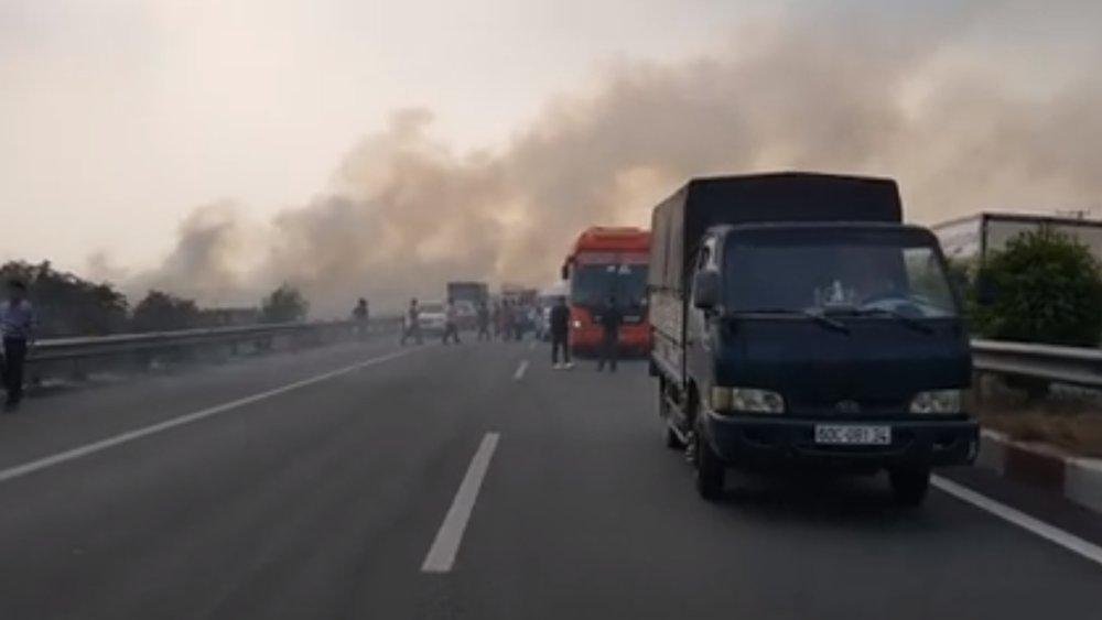 Tông xe liên hoàn do khói mù mịt trên cao tốc Long Thành - Dầu Giây