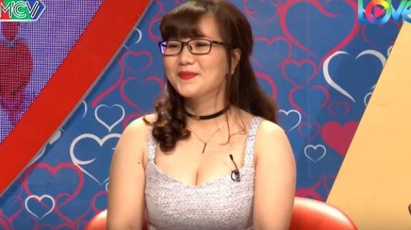 Nữ trợ lý giám đốc quê Biên Hòa mặc váy xẻ ngực lên 'Bạn muốn hẹn hò', Quyền Linh nóng mặt, khán giả phản ứng