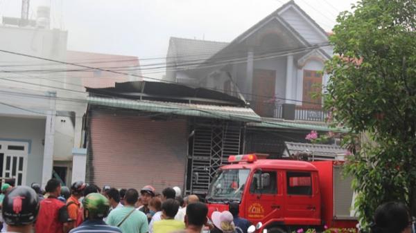 Lửa thiêu rụi một căn nhà khóa trái cửa ở Đồng Nai