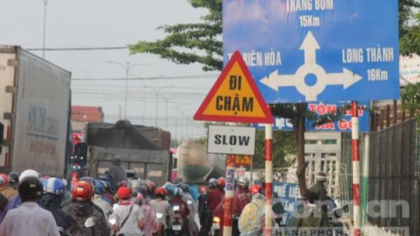 Giao thông Đồng Nai khốn khổ sau cơn mưa chiều