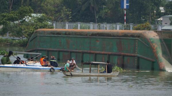 Công bố nguyên nhân vụ chìm sà lan và tàu trên sông Đồng Nai