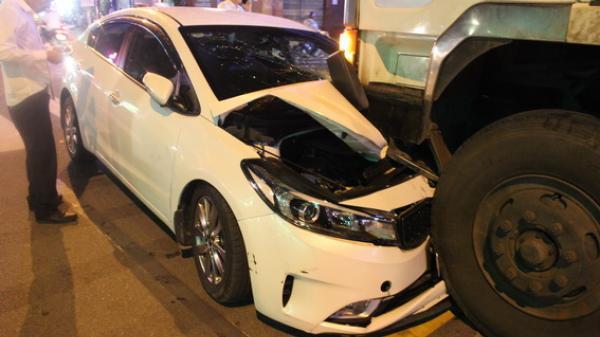 Đồng nai: Đối đầu với xe bồn, tài xế xe du lịch thoát nạn