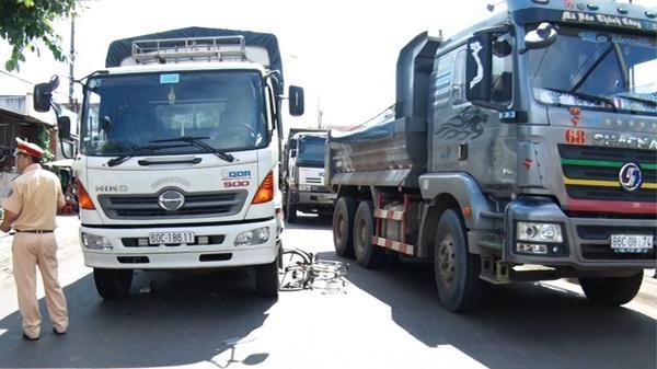 Va chạm với xe tải, một học sinh bị thương nặng