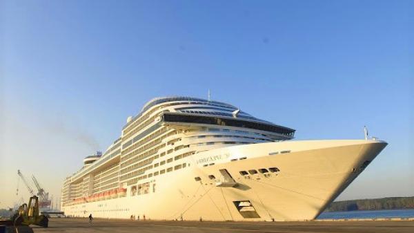 Gần 2.500 du khách Đức, Anh, Pháp, Mỹ trên tàu MSC Splendida đến Bà Rịa - Vũng Tàu.