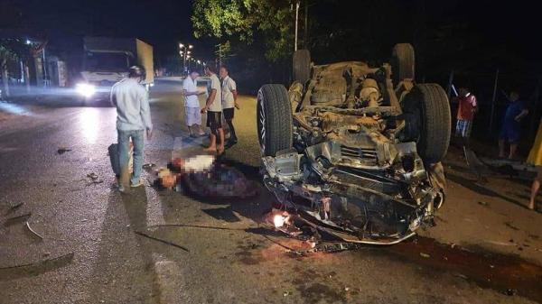 Bà Rịa- Vũng Tàu: Tông vào gốc cây, ô tô lật ngửa khiến 1 người chết, 6 người bị thương