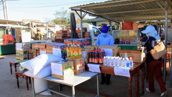 Chợ lưu động giá rẻ phục vụ khu cách ly thôn Văn Lâm 3