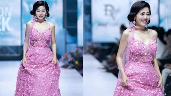 Chiếc váy Mai Phương từng trình diễn khi đang mắc bệnh được đấu giá để gây quỹ cho bé Lavie