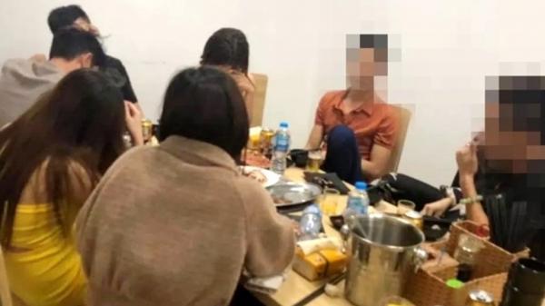 Nhậu xong đăng facebook, bị xử phạt vì tụ tập ăn uống đông người