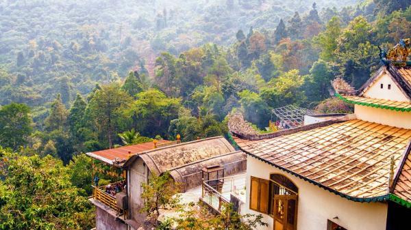 Hé lộ ngôi chùa ngay trong lòng núi đẹp như tiên cảnh ở Đồng Nai