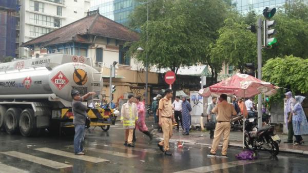 Tai nạn KINH HOÀNG: Nữ sinh 18 tuổi chết thảm dưới bánh xe bồn