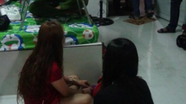 Đồng Tháp: 2 cô gái cùng nhóm bạn bị bắt quả tang phê ma túy tại phòng trọ