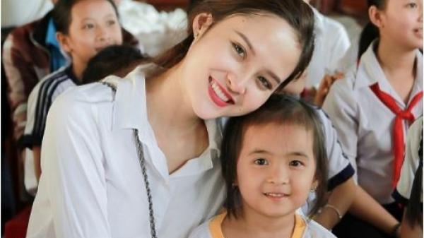 Hoa hậu Bùi Như Ý tận tay trao quà Tết cho trẻ em mồ côi tại Đồng Tháp