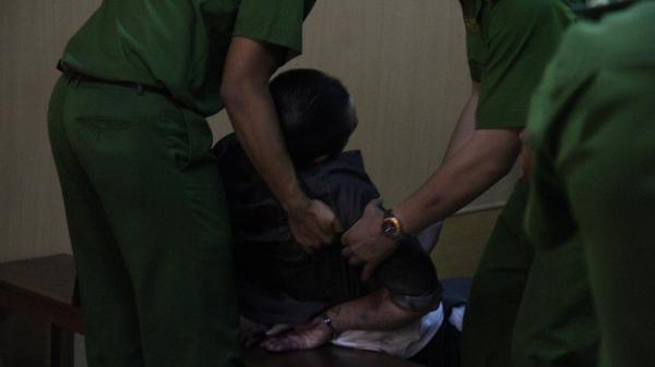 Tướng cướp 'khét tiếng' bất tỉnh tại tòa khi bị tuyên án tử