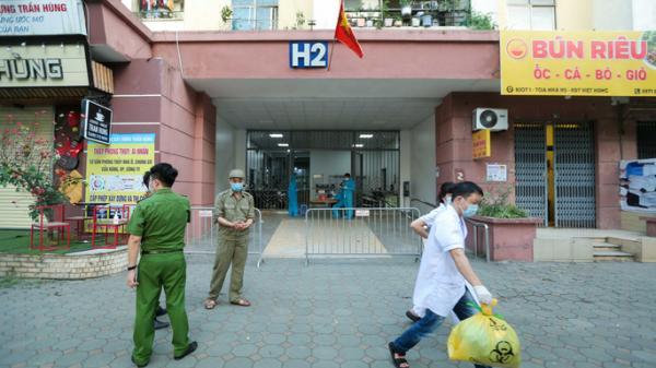 Phong tỏa tòa nhà ở khu đô thị Việt Hưng có ca dương tính SARS-CoV-2